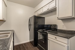 900 E Wayne St - 1 Bed, 1 Bath Apt, Edmond