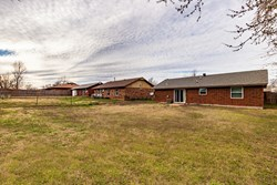 722 W Perry Dr, Mustang