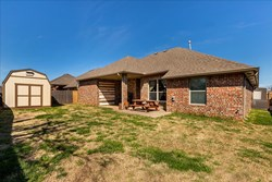 542 W Chickasaw Court Way, Mustang